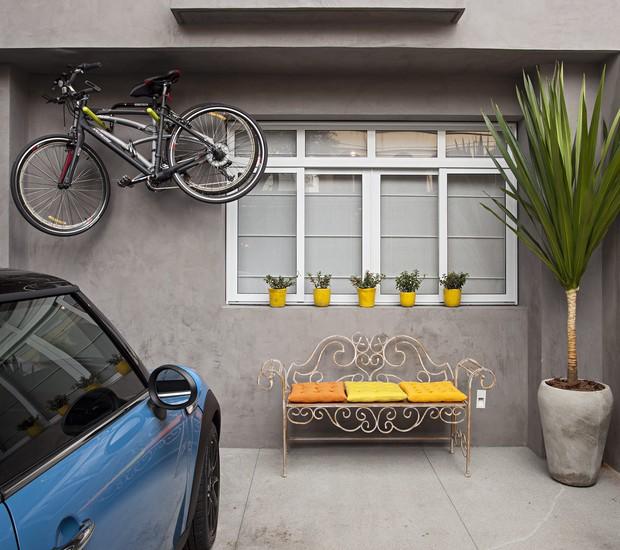 amarelo-cinza-área-externa-banco-garagem-carro (Foto: Gui Morelli / Editora Globo)