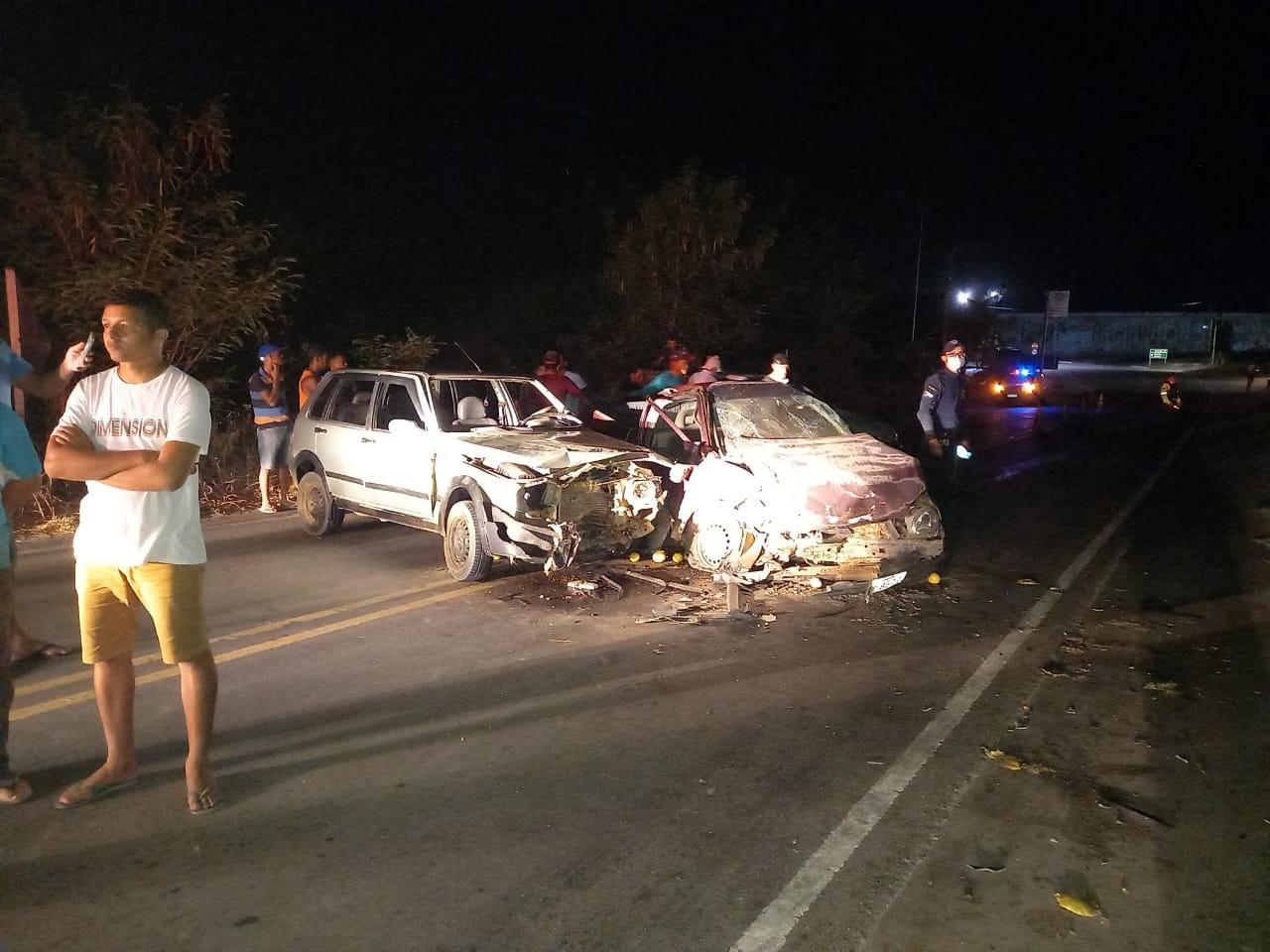 Colisão entre dois carros deixa uma pessoa ferida na AL-110, em São Sebastião