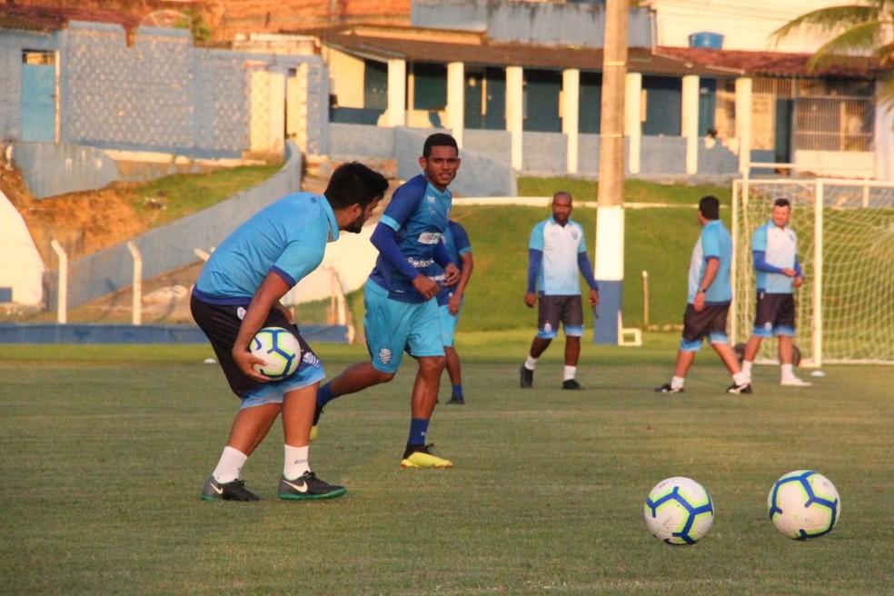 Dawhan treinou nesta quinta entre os titulares — Foto: Denison Roma/GloboEsporte.com