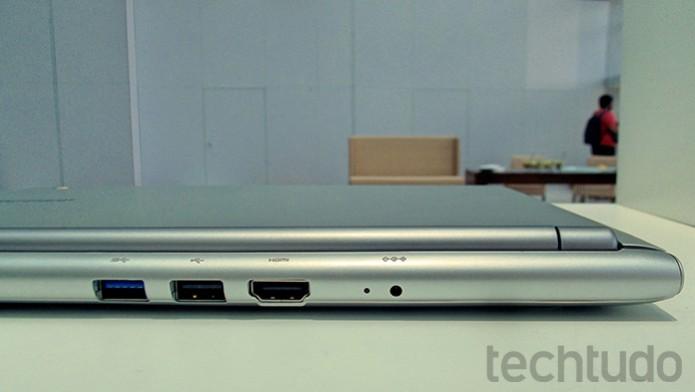 Na traseira, duas portas USB e uma HDMI (Foto: Paulo Alves/TechTudo)