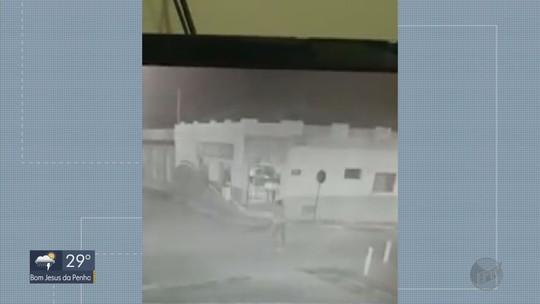 Família teve carro cercado por criminosos durante ataque a bancos em Pratápolis, MG