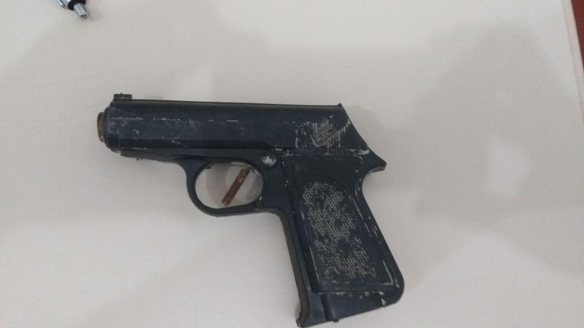 Adolescentes são detidos com moto roubada e arma de brinquedo em Boa Vista