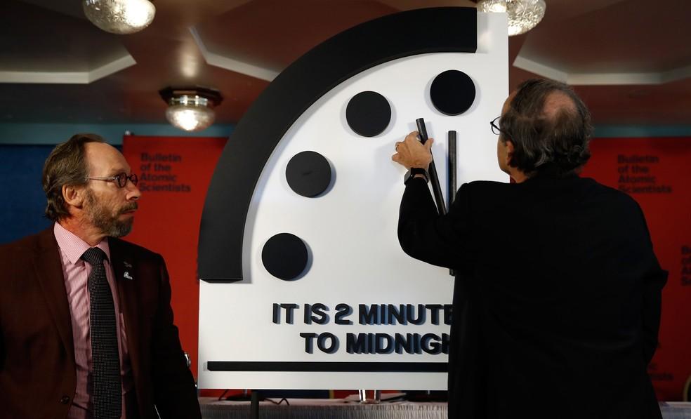 Relógio do Juízo Final é adiantado nesta quinta-feira (Foto: Carolyn Kaster/AP)