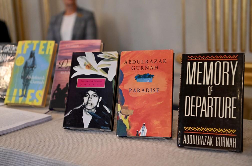 Obras de Abdulrazak Gurnah, vencedor do Nobel de Literatura 2021 — Foto: Jonathan NACKSTRAND / AFP