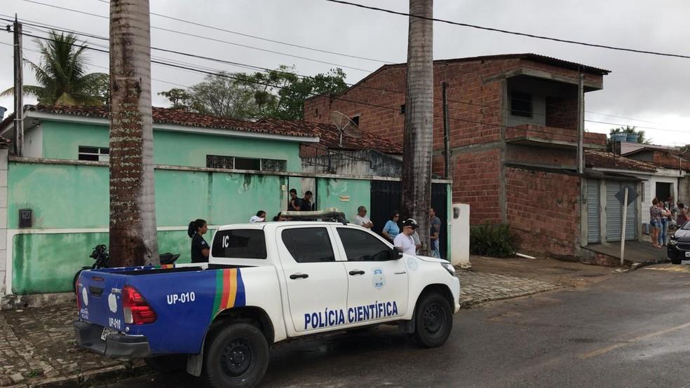 Vice-prefeito foi morto dentro de casa, em Canhotinho — Foto: Diogo Franco/TV Asa Branca