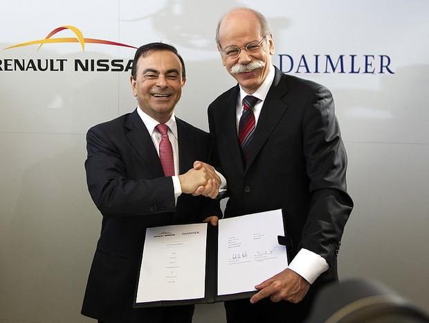 Carlos Ghosn, presidente global da Renault-Nissan, e Dieter Zetsche, CEO da Daimler, em evento que selou parceria entre os grupos (Foto: Divulgação)
