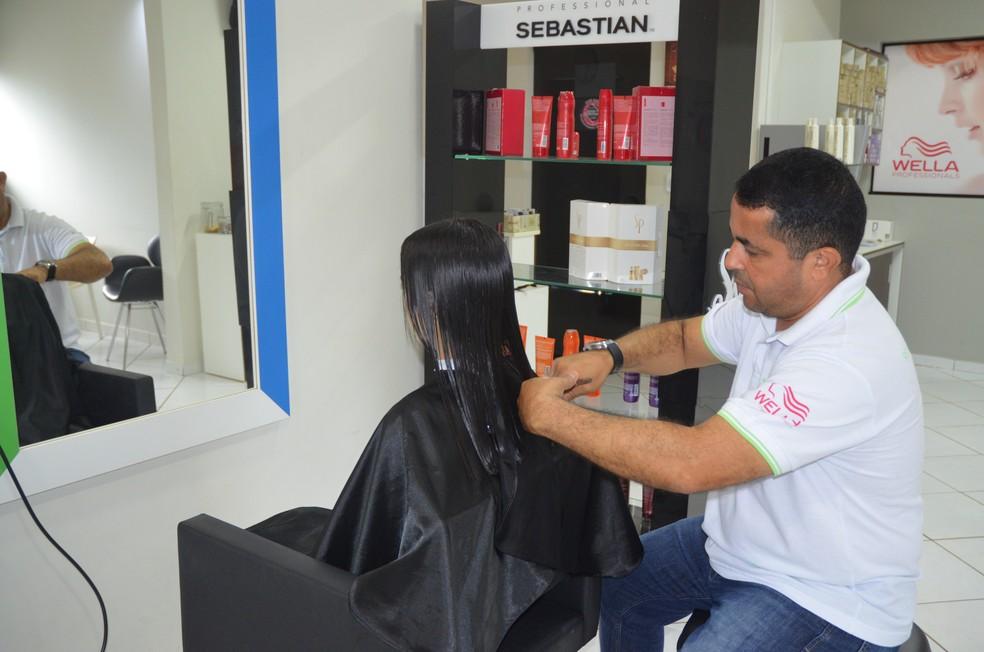 Mechas de cabelos foram arrecadadas em várias cidades para a confecção de perucas em Rondônia; mechas de cabelos; perucas; doação de cabelo; corte de cabelo para doar (Foto: Magda Oliveira/G1)