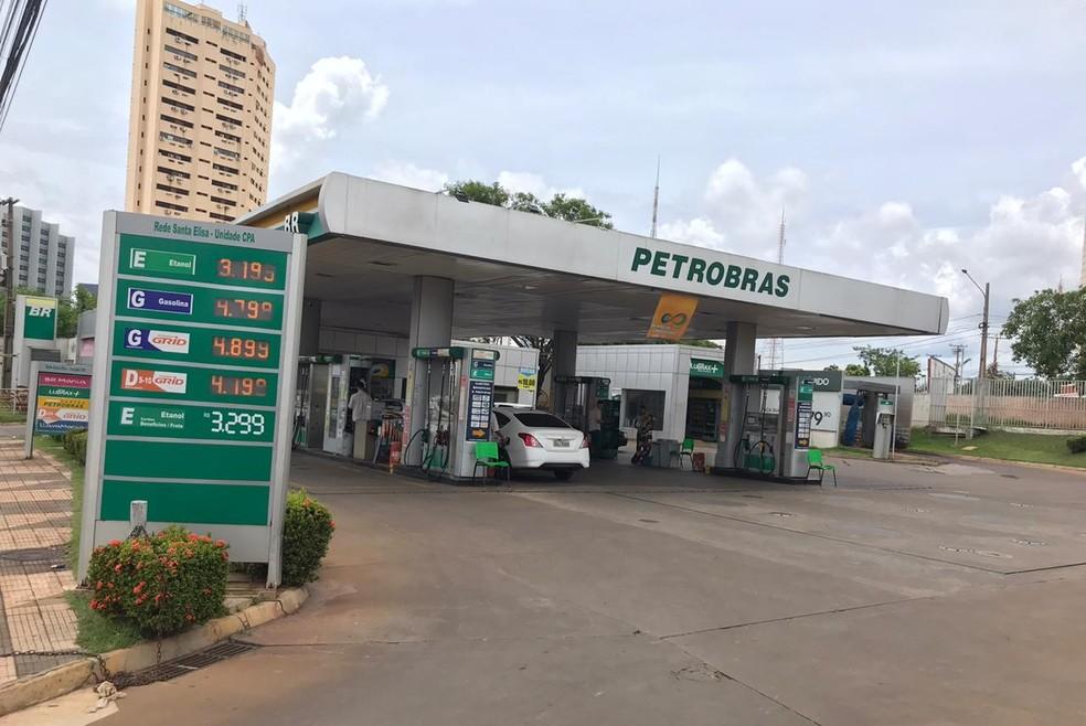 O preço da gasolina está em quase R$ 5 o litro na maioria dos municípios de MT — Foto: Yago Oliveira/G1