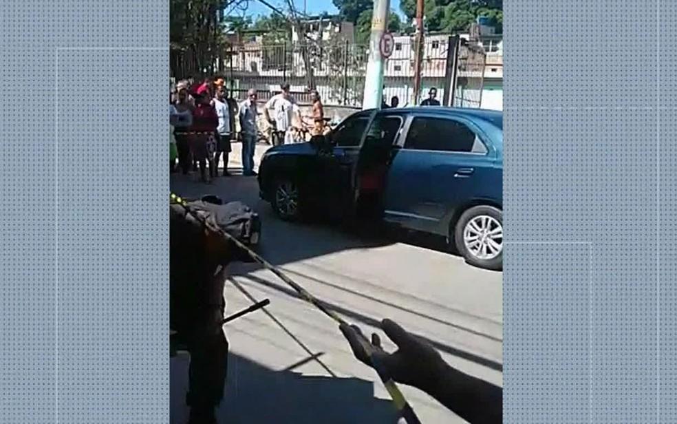 Vereador Wendel Coelho foi atingido por um disparo dentro de carro — Foto: Reprodução / TV Globo