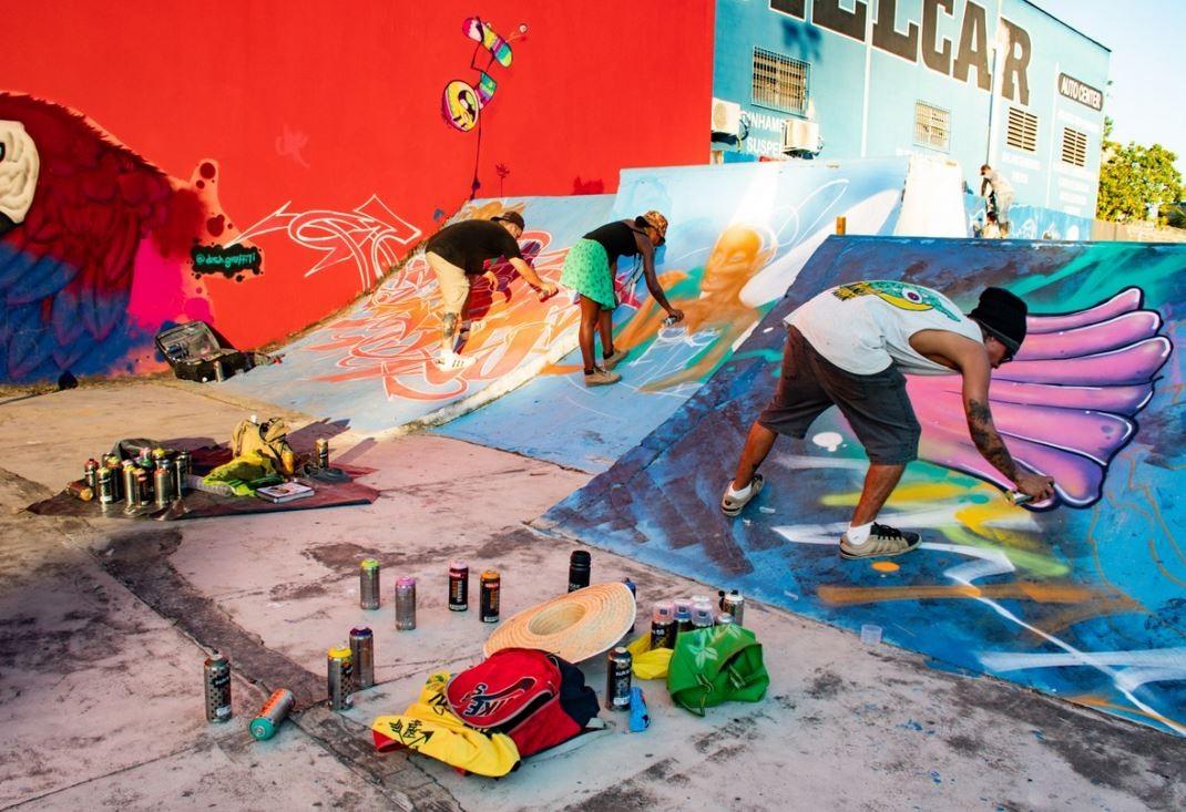 Mural em prédio chama atenção em Cruzeiro do Sul e população aprova: 'Cidade ficou mais alegre', diz morador  - Notícias - Plantão Diário