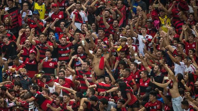 Onde está Diego na comemoração do gol?