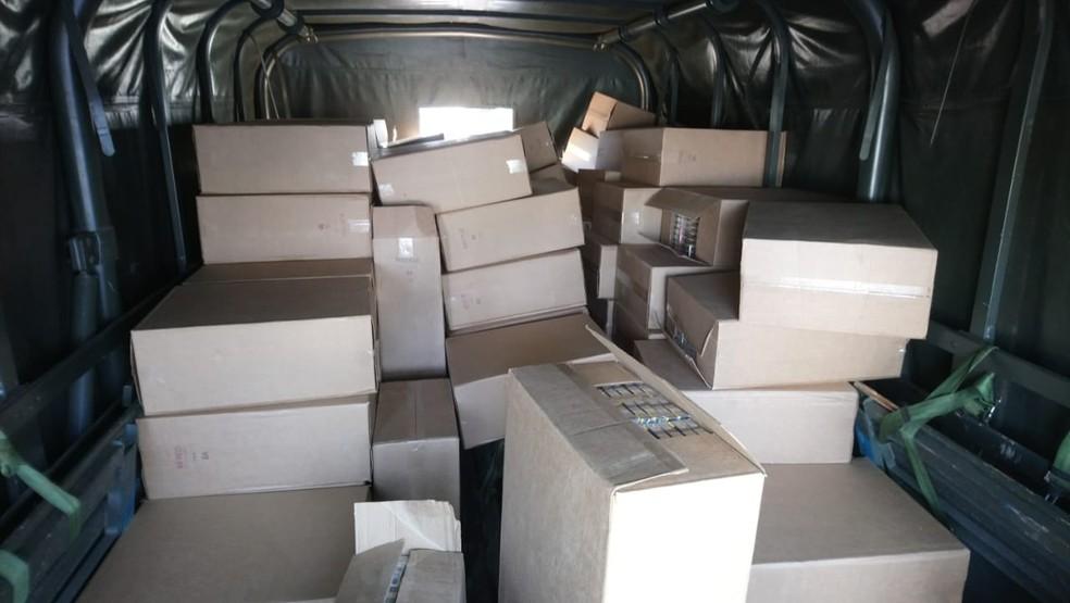 Homem e o material foram encaminhados para a delegacia da cidade.  — Foto: Polícia Militar