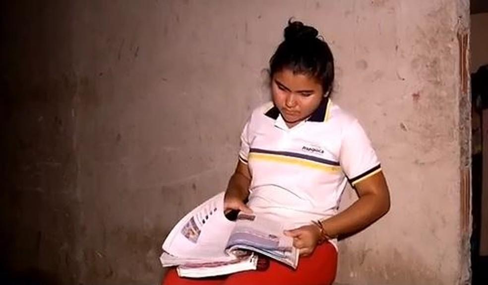 Andressa Sousa agora pode estudar até mais tarde — Foto: Reprodução/ TV Verdes Mares