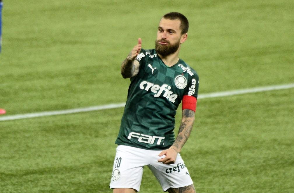 Lucas Lima foi o grande destaque do Palmeiras na noite desta quinta-feira — Foto: Marcos Ribolli