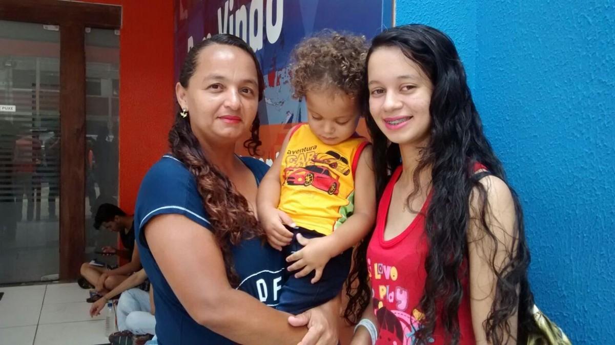 'Me acalma', diz candidata que levou família para local de prova do Enem 2017, em João Pessoa