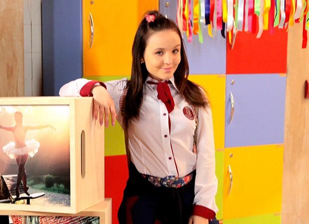 A adolescente Mirela é vivida por Larissa Manoela, que mostra veia cômica  no papel ( 2dcd05324a