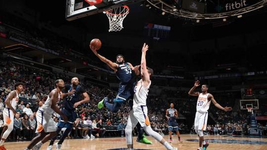 Com 31 pontos e cesta no segundo final, Derrick Rose garante vitória dos Timberwolves sobre os Suns