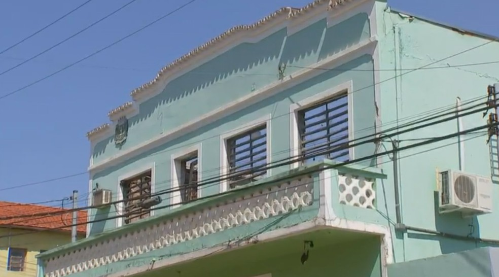 Prefeitura de Águas de Santa Bárbara é atingida por incêndio  (Foto: Reprodução/TV TEM)