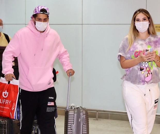 Zé Felipe y Virginia Fonseca llegan a São Paulo (Foto: Manuela Scarpa / Brazil News)