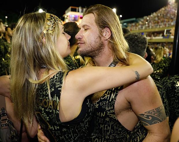 Diego Alemão beija loira (Foto: Divulgação)
