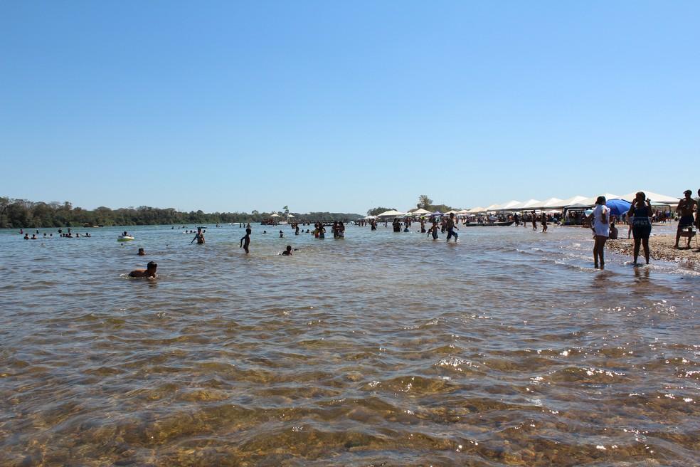 Praia da Tartaruga, em Peixe (TO), surge no meio do rio Tocantins — Foto: Andréa Reis/Arquivo Pessoal