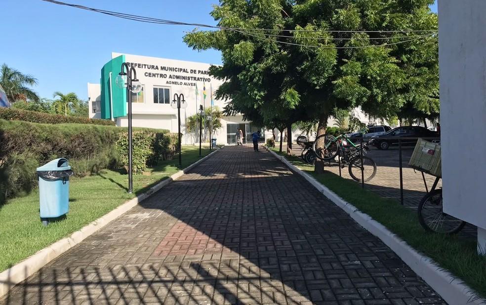 Mandados judiciais são cumpridos na sede da Prefeitura de Parnamirim (Foto: Kleber Teixeira/Inter TV Cabugi)