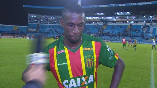 """William Oliveira lamenta derrota diante do Avaí: """"por causa de erro nosso"""""""