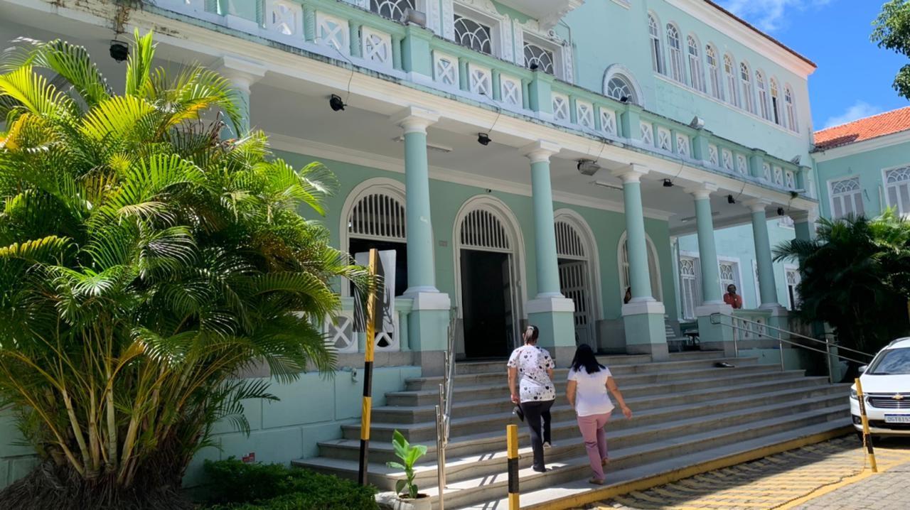 Maternidade Escola Januário Cicco enfrenta superlotação e 25 pacientes aguardam em corredores