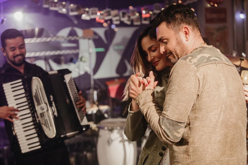 Claudia e Mano Walter cantam juntos a música 'Matutinha' — Foto: Sercio Freitas