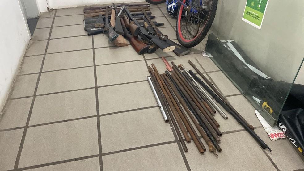 Materiais usados na fabricação e conserto de armas também foram apreendidos pela PM, durante operação no interior do RN — Foto: Kleber Teixeira/Inter TV Cabugi