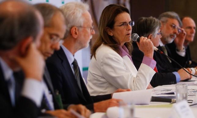 A então presidente da Petrobras Graça Foster durante coletiva de imprensa com diretores da estatal, em 2014