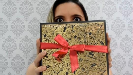 Blogueira Dai Cravo ganha produtos da linha Accordes de presente da amiga secreta