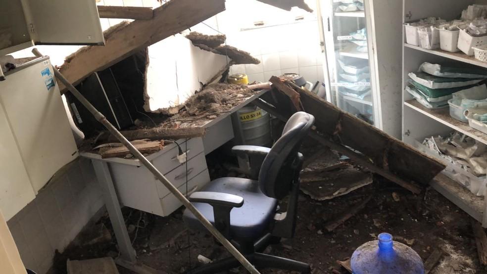 Parte de teto da Policlínica de Sorocaba (SP) desaba e interdita centro cirúrgico  — Foto: Arquivo Pessoal