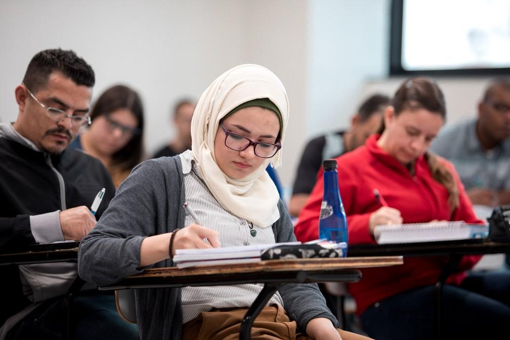 Sarah Hazeemeh, de 21 anos, nasceu em Damasco, na Síria, e cursa farmácia na Uninove (Foto: Marcelo Brandt/ G1)