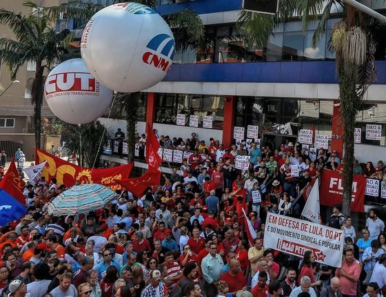 Concentração em frente ao Sindicato dos Metalúrgicos do ABC, em São Bernardo do Campo (SP)  (Foto: Edilson Dantas/Agência O Globo)