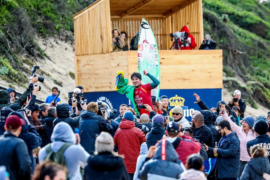 Gabriel Medina d show vira no fim chega perto da nota mxima e  campeo da etapa de J-Bay