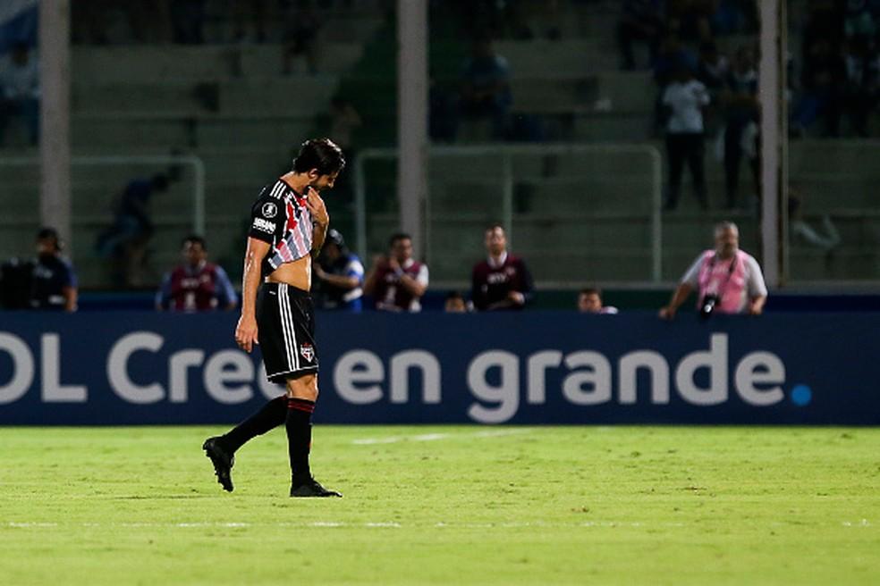 Hudson foi expulso na ida contra o Talleres — Foto: Agustin Marcarian/Getty Images