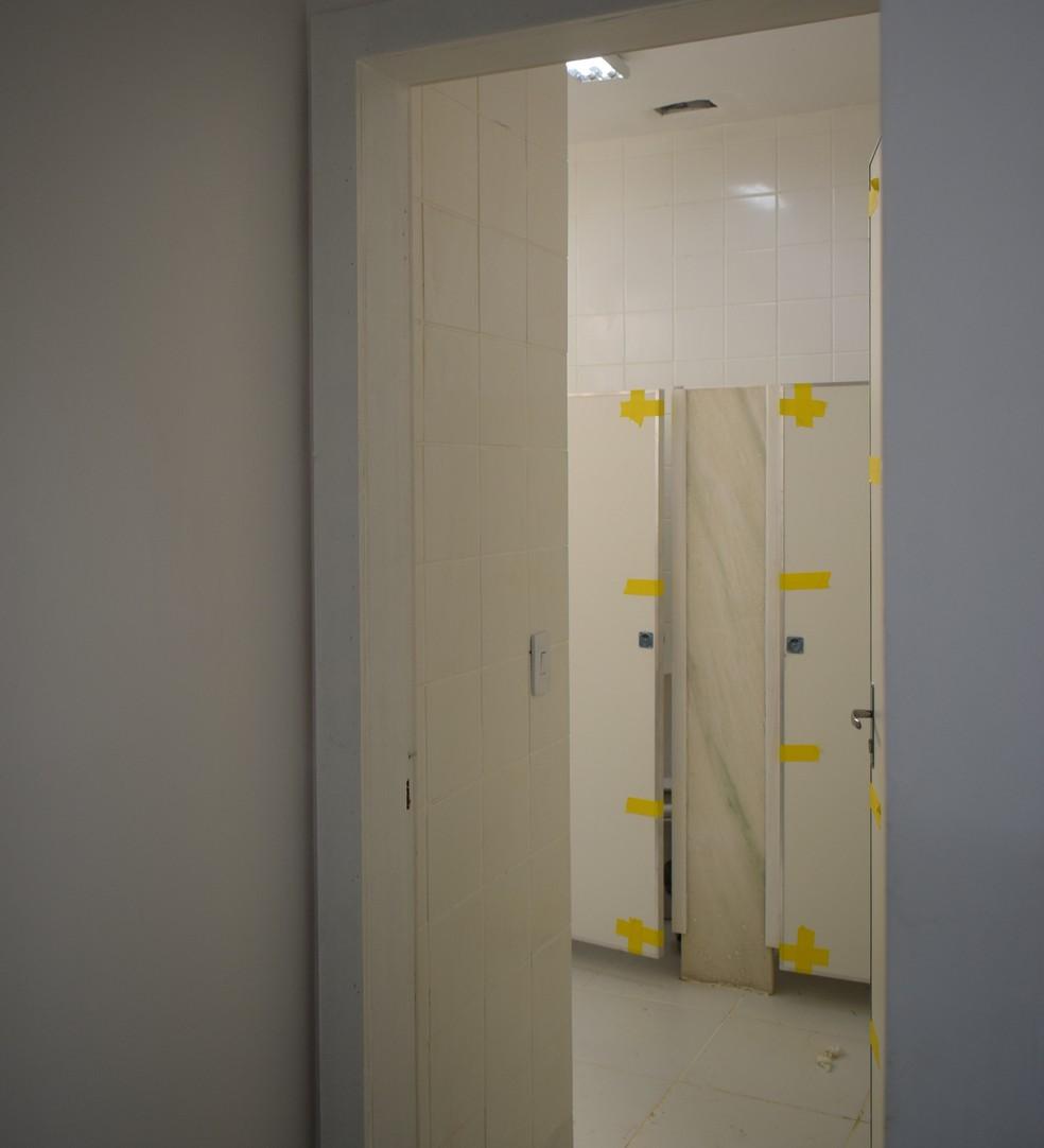 Alguns banheiros da unidade não estão concluídos  — Foto: Divulgação/Sindmed-AC