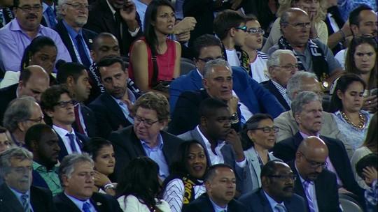 Tite e Edu são flagrados assistindo à final da Copa América, em Nova Jersey