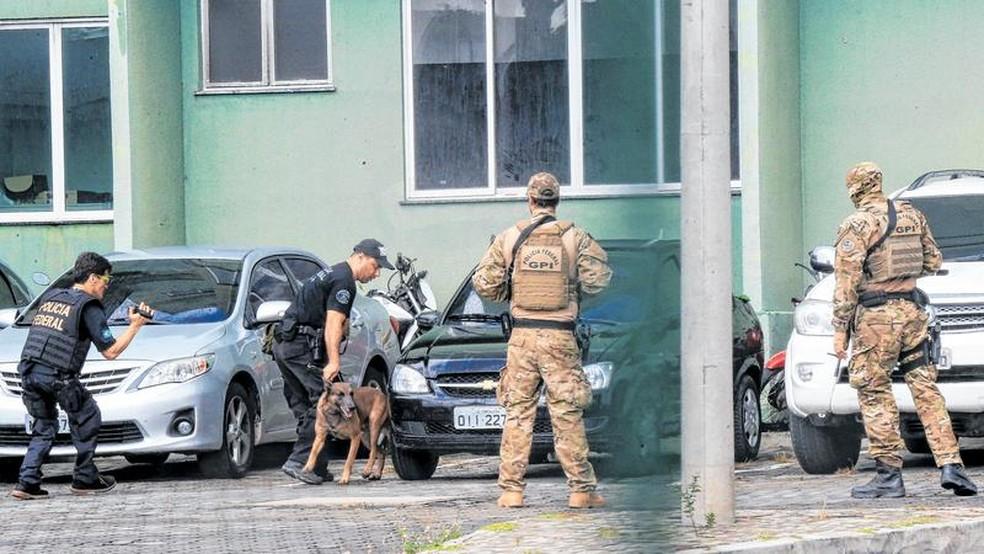 Ministério Público apura venda de armas por policiais a traficantes — Foto: Helene Santos/SVM