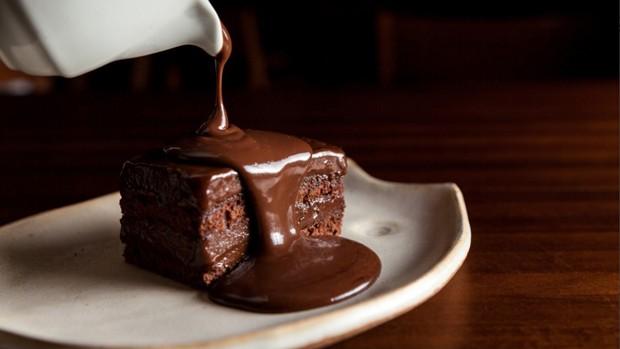 Receita de bolo de chocolate com recheio de brigadeiro (Foto: Divulgação)