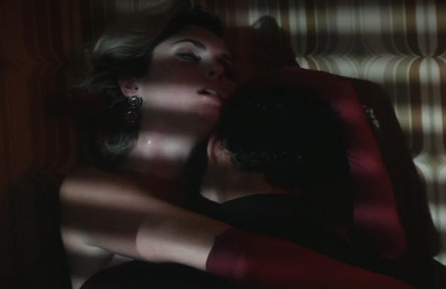 Bárbara e Cauã em mais uma cena quente (Foto: Reprodução)