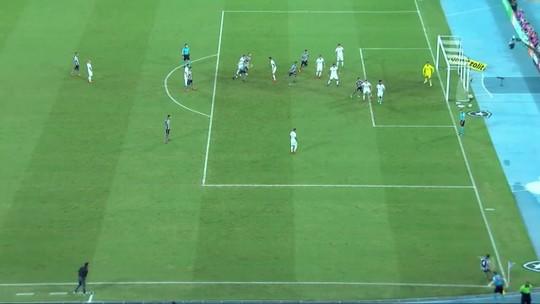 Há nove jogos sem marcar, Kieza reencontra Bahia, rival que sofreu seus últimos gols e onde foi ídolo
