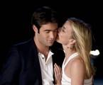 Emily VanCamp e Josh Bowman, namorados na ficção e na vida real | Reprodução da internet