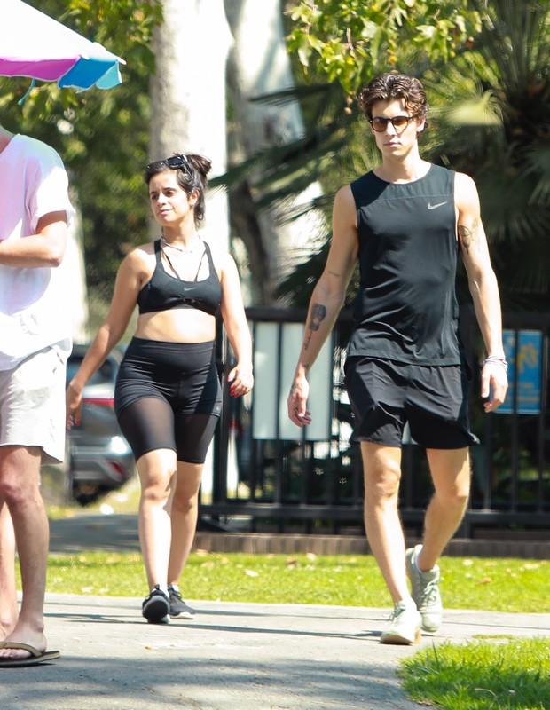 Camila Cabello se exercita com Shawn Mendes (Foto: The Grosby Group)