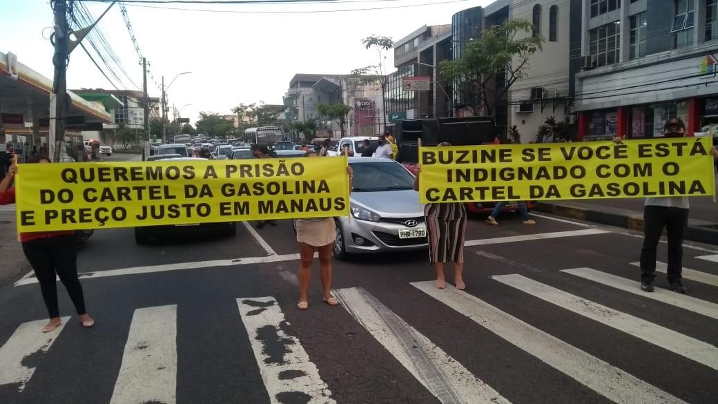 Grupo protesta contra aumento no preço da gasolina em Manaus e para trânsito da Djalma Batista