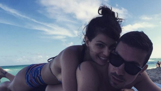 Isabeli Fontana e Di Ferrero se casam em ilha paradisíaca; relembre momentos do casal