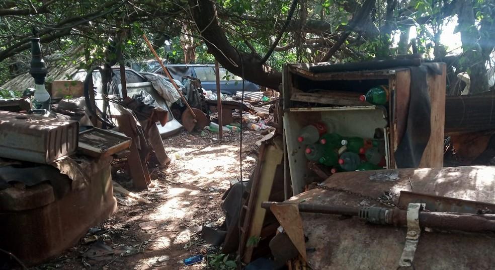 Polícia registra caso de maus tratos após resgatar idoso trancado em trailer tomado por lixo — Foto: Arquivo pessoal
