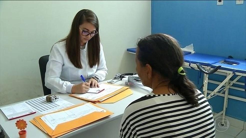 Médicos trocam postos de saúde pelo Mais Médicos no Rio Grande do Norte — Foto: Reprodução/JN