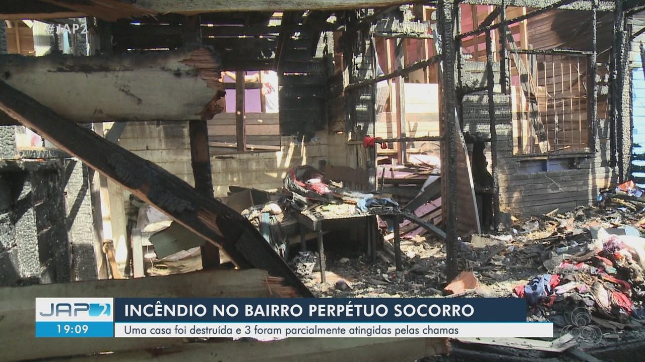 Incêndio no bairro Perpétuo Socorro, no AP, destrói 1 casa e 3 são parcialmente atingidas